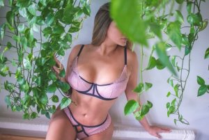 Messaouda independent escort
